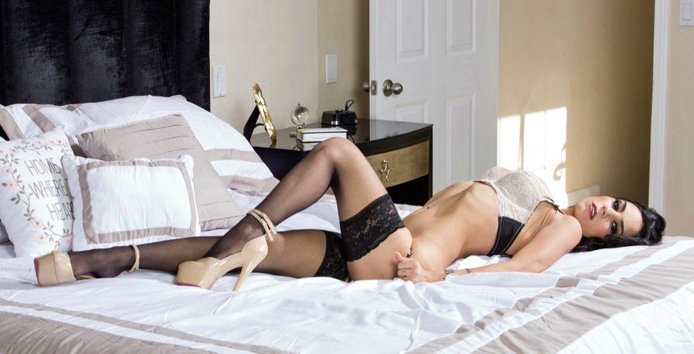 Tia Cyrus sexy pornstar