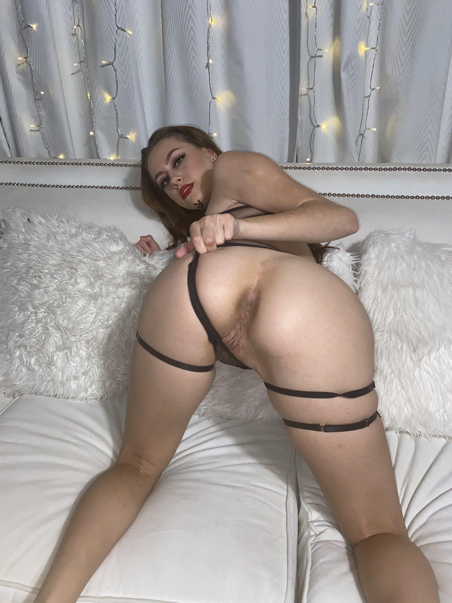 ass Selena Love